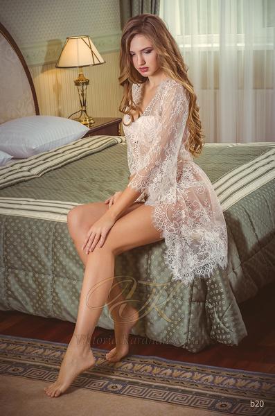 Budoárové šaty Victoria Karandasheva b20